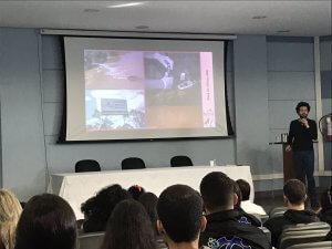Professor Miguel fala para alunos dos cursos da UFJF